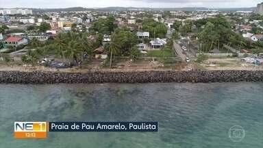 Pau Amarelo é a segunda praia de Paulista a ser atingida pelo óleo - Recolhimento da substância é realizada nessa praia do Litoral Norte de Pernambuco.