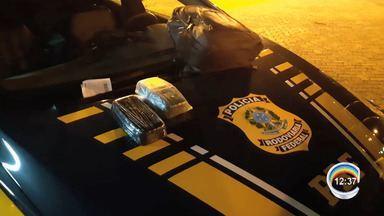 Passageiro é preso com droga escondida na bagagem de ônibus na Dutra em Lavrinhas - A PRF encontrou o suspeito após vistoria no veículo que seguia para Espírito Santo. Dois quilos de pasta base de cocaína foram encontradas em uma bagagem de mão.