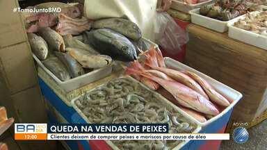 Vendedores de pescados sofrem com a queda nas vendas após aparecimento de óleo nas praia - Clientes deixaram de comprar peixes e mariscos por causa do problema ambiental, que surgiu no Nordeste no fim do mês de agosto deste ano.