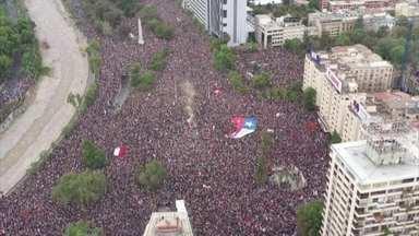 Um milhão de pessoas saem às ruas para protestar no Chile - Foi uma manifestação histórica no país. Um milhão de pessoas protestaram contra o governo do presidente Sebastián Piñera.