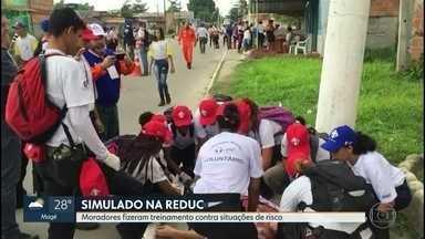 Treinamento prepara moradores contra situações de risco na Reduc - O objetivo era preparar os moradores contra situações como vazamento de gasolina e tentativa de roubo de combustível.