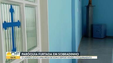 Igreja em Sobradinho é invadida e bandido leva mesa de som - Esta é a sétima paróquia furtada em um ano e meio.