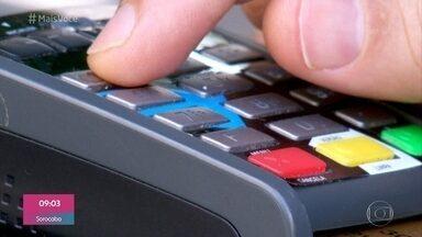 Golpe no visor da maquininha é a nova forma de enganar consumidores - É cada vez mais comum as pessoas caírem em golpes e serem lesadas ao usar cartões de débito e crédito