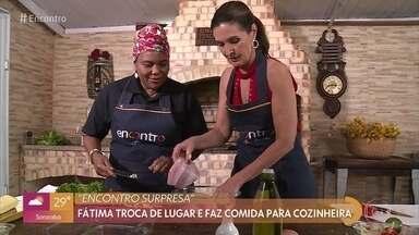 Fátima Bernardes homenageia cozinheira baiana no 'Encontro Supresa' - Apresentadora vai até o restaurante de Mara cozinhar e conhecer a história dela