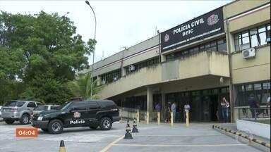 Polícia prende 37 suspeitos de integrar quadrilha que faturava R$ 30 mil por dia em golpes - Quadrilha oferecia dinheiro a quem precisava, mediante depósito de cerca de R$ 300. Na operação, dois menores foram apreendidos.