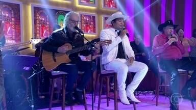 Sérgio Reis, Renato Teixeira e Padre Alessandro cantam 'Amanheceu, Peguei a Viola' - Confira