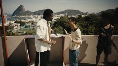 Episódio 6 - Após falha em operação para capturar Evandro, Morello é suspenso. Evandro se consolida como um dos principais traficantes de droga da cidade, colocando em risco a própria família.