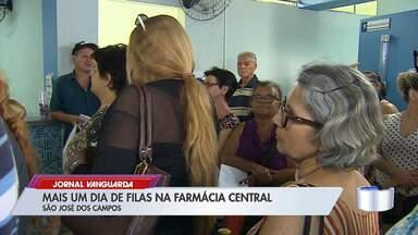 Farmácia Central em São José tem mais um dia de pacientes reclamando de espera na fila - Confira a reportagem.
