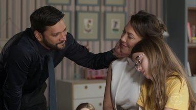 Diogo tenta se aproximar de Sofia - Diogo diz que o novo filho com Nana vai unir ainda mais a família