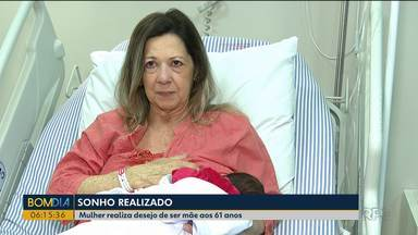 Moradora de Londrina realiza sonho de ser mãe aos 61 anos de idade - Ela e o bebê passam bem.