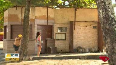 Começa desmonte dos quiosques de Itapoã e Itaparica, em Vila Velha - A demolição é uma determinação da Justiça Federal.