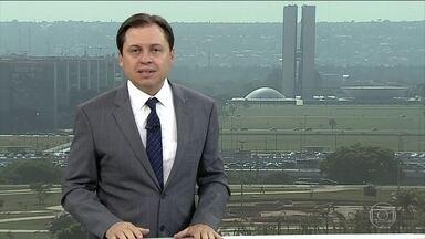 """Camarotti: 'Tentativa sistemática da família Bolsonaro de testar os limites democráticos' - O comentarista Gerson Camarotti comenta declaração do deputado federal Eduardo Bolsonaro sobre a possibilidade de um novo AI-5 """"se a esquerda radicalizar""""."""