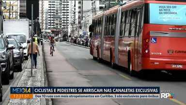 É perigoso e proibido andar pelas canaletas de ônibus - Usar celular ou fone de ouvido aumenta ainda mais o risco de atropelamento