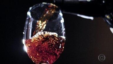 Vinho produzido na Ilha da Madeira tem sabor e aroma marcantes - Uvas usadas na produção do vinho têm efeitos antioxidantes, anti-inflamatórios e podem até ajudar no combate do câncer, segundo pesquisas. Da ilha também saíram os primeiros pés de cana plantados no solo do Brasil.