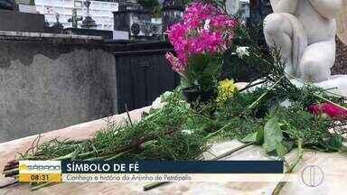 'Bom Dia Sábado' mostra a história do anjinho de Petrópolis - Túmulo de bebê que morreu na cidade no século XIX é visitado por fiéis há décadas.