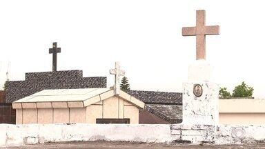 Em Cruz Alta, cemitérios passaram por manutenção - Reformas aconteceram para facilitar a movimentação no feriado.