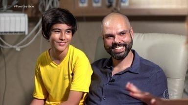 'Estou muito confiante', diz Bruno Covas após descoberta de câncer; veja entrevista - O prefeito de São Paulo falou pela primeira vez sobre o câncer que descobriu há pouco mais de uma semana. Ele já passou por sessão de quimioterapia e está despachando do hospital.