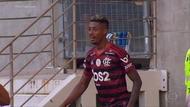 Gols do Fantástico: Flamengo goleia o Corinthians no Maracanã - Com três de Bruno Henrique, o rubro-negro mantém vantagem na liderança. Grêmio fez um gol em cada tempo, vence Gre-Nal e se distancia do Inter.