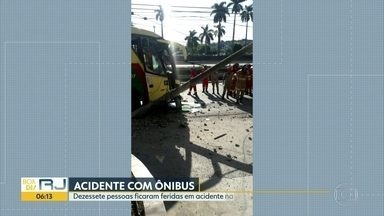 Acidente na Washington Luiz deixa 17 feridos - Ônibus bateu num carro e num poste no sentido Petrópolis. As vítimas tiveram ferimentos leves.