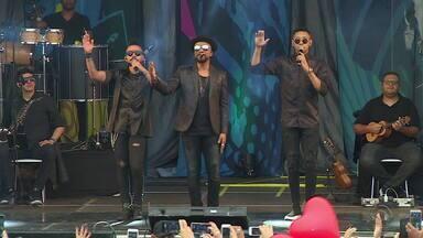 Gigantes do Samba, Alexandre Pires e Raça Negra, fazem show em Porto Alegre - Assista ao vídeo.