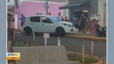 Motorista sem carteira derruba poste e deixa duas mulheres feridas em Itamogi - Motorista sem carteira derruba poste e deixa duas mulheres feridas em Itamogi