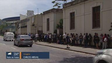 Cerca de 30 mil estudantes participam do ENEM na Baixada Santista - Domingo foi de muita ansiedade para os participantes da 1ª prova do Exame Nacional do Ensino Médio.