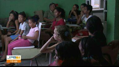 Projeto da UEPB exibe filmes em bairros de Campina Grande - É o projeto Cinema nos Bairros.