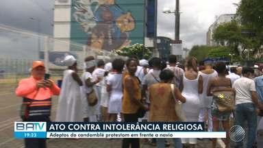 Religiosos de matriz africana fazem protesto no porto de Salvador - Os manifestantes queriam falar contra a intolerância religiosa. Confira este e outros destaques desta segunda-feira (4).