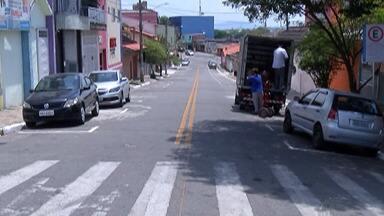 Cobrança da zona azul de Itaquaquecetuba será retomada nesta terça-feira - Motorista que não comprar o bilhete vai pagar multa de R$ 196.