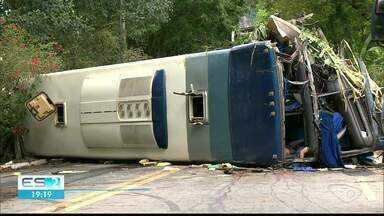 Após acidente grave, oito pessoas continuam internadas na Santa Casa de Cachoeiro, no ES - Quatro pessoas morreram.