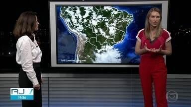 Rio deve ter um dia de mais calor nesta terça-feira (5) - O Rio não deve ter instabilidades. Um vento de norte vai trazer um ar bem quente e abafado e pode ventar forte.