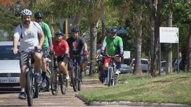 Alunos de escola particular fazem passeio de bicicleta para aprender história de Bauru - Os alunos de uma escola particular de Bauru fizeram um passeio de bicicleta para aprender fatos importantes sobre a cidade. Confira os detalhes desta experiência.