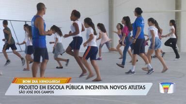 Projeto em escola pública incentiva novos atletas em São José - Ação é da Guarda Municipal.