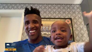 Filho do jogador Bruno Cortez viraliza na internet pela sua simpatia - O pequeno Noah é conhecido por sua irreverência na frente das câmeras.