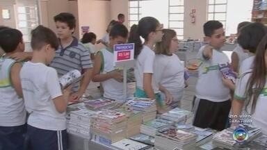Mirassol realiza feira de livros com exemplares a partir de R$ 1 - Mirassol (SP) está realizando uma feira de livros na cidade com exemplares a partir de R$1.