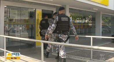 Dupla rende funcionário e assalta agência bancária, em Santa Rita, PB - De acordo com a PM, os assaltantes renderam também alguns funcionários do setor administrativo.