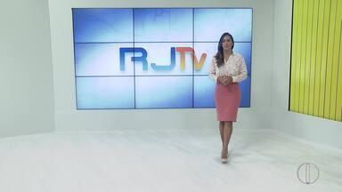 RJ1 Inter TV - Edição de segunda-feira, 04 de novembro de 2019 - O telejornal da hora do almoço traz as principais notícias das regiões Serrana, dos Lagos, Norte e Noroeste Fluminense.