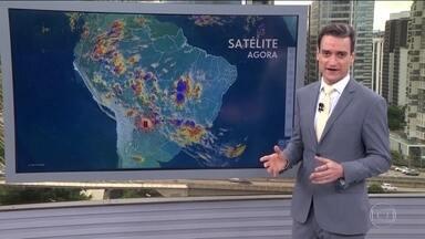 Chove forte em algumas regiões do país e temperaturas amenizam no Centro-Sul - Temperatura máxima em São Paulo foi registrada na madrugada (6). Mínima será de 19° à noite.