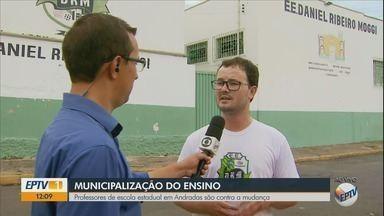 Professores e diretores protestam contra municipalização de escola estadual em Andradas - Professores e diretores protestam contra municipalização de escola estadual em Andradas