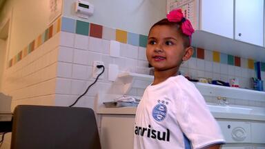 Conheça a história da Manu, uma pequena gremista que realizou um sonho junto do Grêmio - Assista ao vídeo.