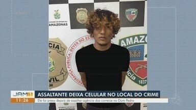 Assaltante atrapalhado deixa celular no local do crime, durante assalto em Manaus - Crime ocorreu na tarde desta terça-feira.
