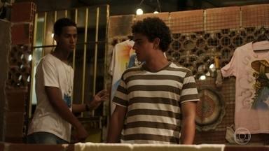 Serginho leva Guga para sua casa - Camelo pergunta se Guga vai dormir em sua casa