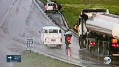 Após discussão, motorista 'joga' Kombi contra motociclista que morreu atropelado - Acidente aconteceu na Rodovia Alexandre Balbo (SP-265), na sexta-feira (1º), em Ribeirão Preto.