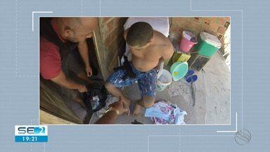 Homem é preso com metralhadora de uso restrito e munições na Zona Sul de Aracaju - De acordo com a polícia, o ex-presidiário tem 23 anos de idade, já foi preso por tráfico de drogas e tinha um mandado em prisão em aberto por homicídio.