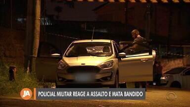 Policial militar reage a assalto e mata homem em Porto Alegre - PM trocou tiros com o grupo após três homens entrarem no carro de um amigo dele, no bairro Bom Jesus.