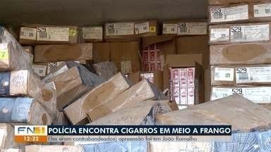 Polícia Rodoviária encontra cigarros contrabandeados em meio a frangos - Apreensão ocorreu na SP-284, em João Ramalho.