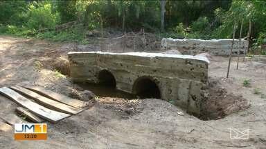 Comunidade alega que não está recebendo ajuda da prefeitura para construir ponte em Balsas - Eles temem ficar isolados no período das chuvas.