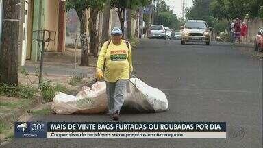 Coletores de recicláveis de Araraquara relatam furtos de 'bags' durante o trabalho - Todos os casos estão sendo investigados na Polícia Civil.
