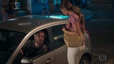 Paloma explica para Antônio seu caso com Marcos e seu término com Ramon - Antônio se irrita com fofoca envolvendo Paloma