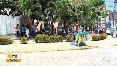 Segundo dia do Enem acontece com normalidade em AL - Estudantes chegaram cedo aos locais de prova.